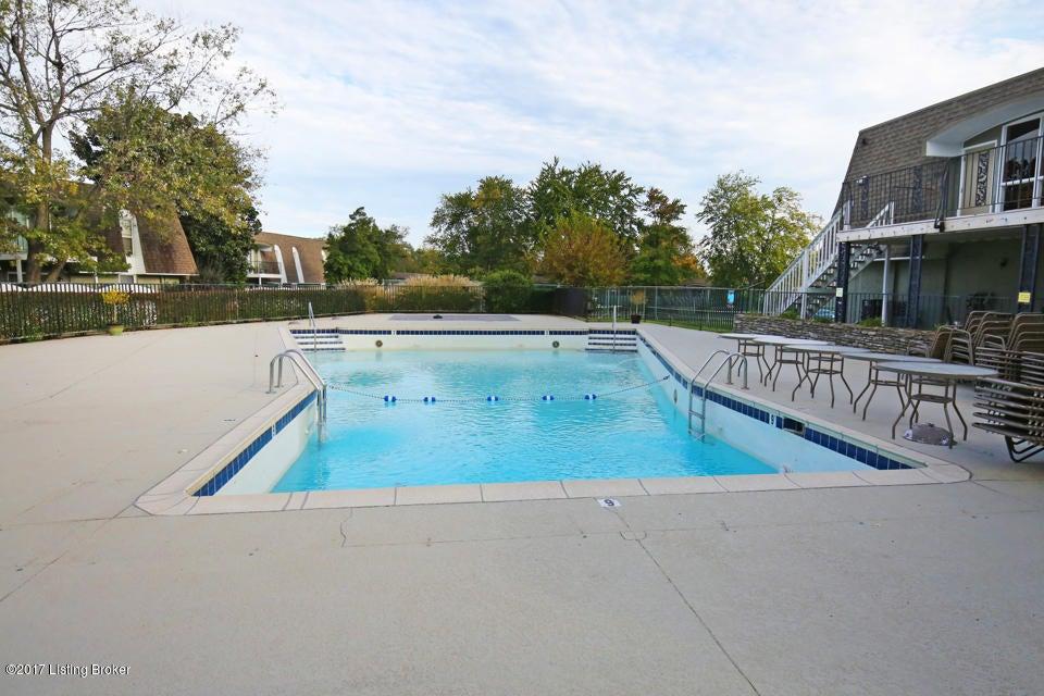 Additional photo for property listing at 111 La Fontenay Court 111 La Fontenay Court Louisville, Kentucky 40223 United States