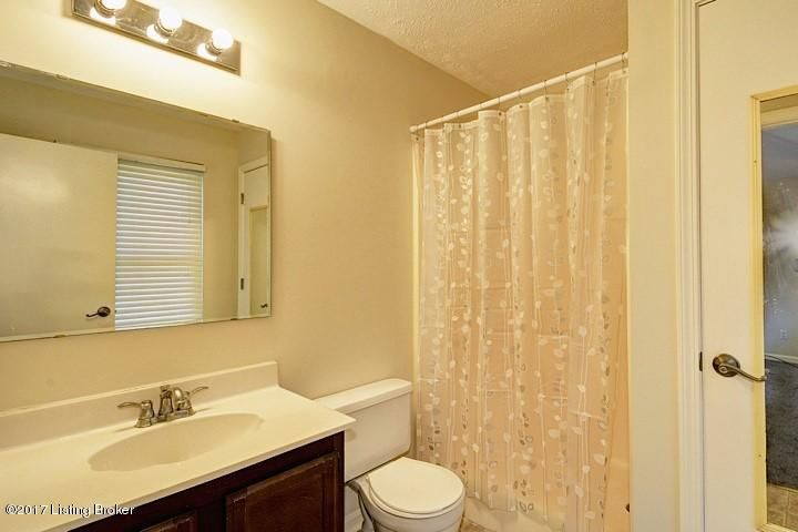 Additional photo for property listing at 3317 Breaux Drive 3317 Breaux Drive Louisville, Kentucky 40220 United States