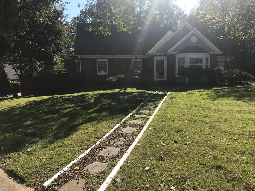 Additional photo for property listing at 2490 Grinstead Drive 2490 Grinstead Drive Louisville, Kentucky 40204 United States