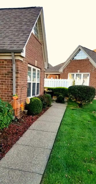 Additional photo for property listing at 4417 Southbridge Court 4417 Southbridge Court Louisville, Kentucky 40272 United States