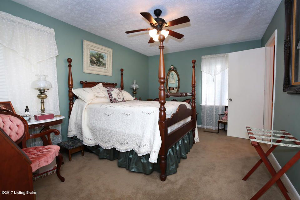 Additional photo for property listing at 1024 Watterson Trail 1024 Watterson Trail Louisville, Kentucky 40299 United States