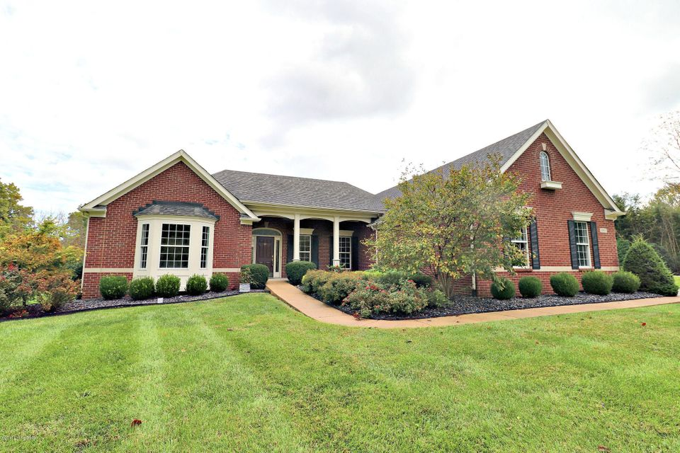 Single Family Home for Sale at 2901 Carlingford Drive 2901 Carlingford Drive Louisville, Kentucky 40222 United States