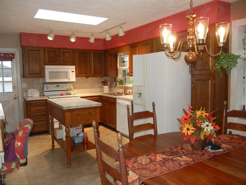 Additional photo for property listing at 1201 Meadowridge Trail 1201 Meadowridge Trail Goshen, Kentucky 40026 United States