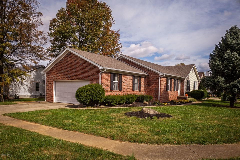Single Family Home for Sale at 10401 Vantage Road 10401 Vantage Road Jeffersontown, Kentucky 40299 United States
