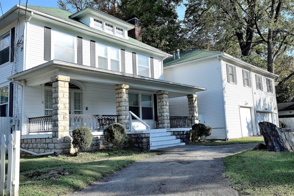 Single Family Home for Sale at 8701 Shelbyville Road 8701 Shelbyville Road Louisville, Kentucky 40222 United States