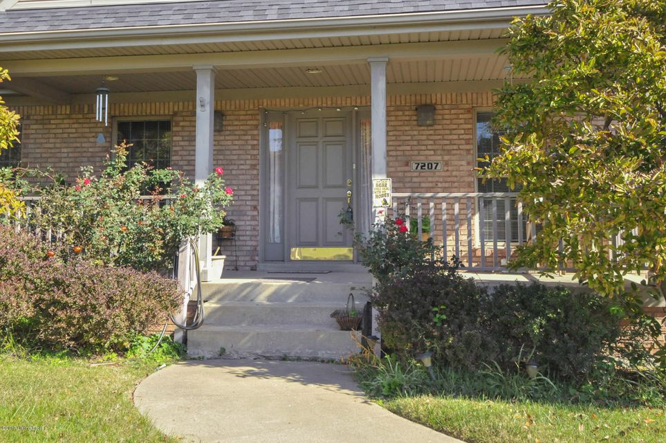 Additional photo for property listing at 7207 Austinwood Road 7207 Austinwood Road Louisville, Kentucky 40214 United States