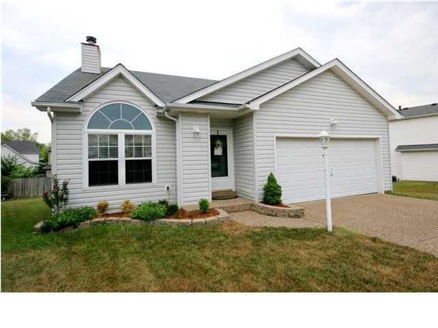 Single Family Home for Rent at 10505 Whitepine View Place 10505 Whitepine View Place Louisville, Kentucky 40299 United States