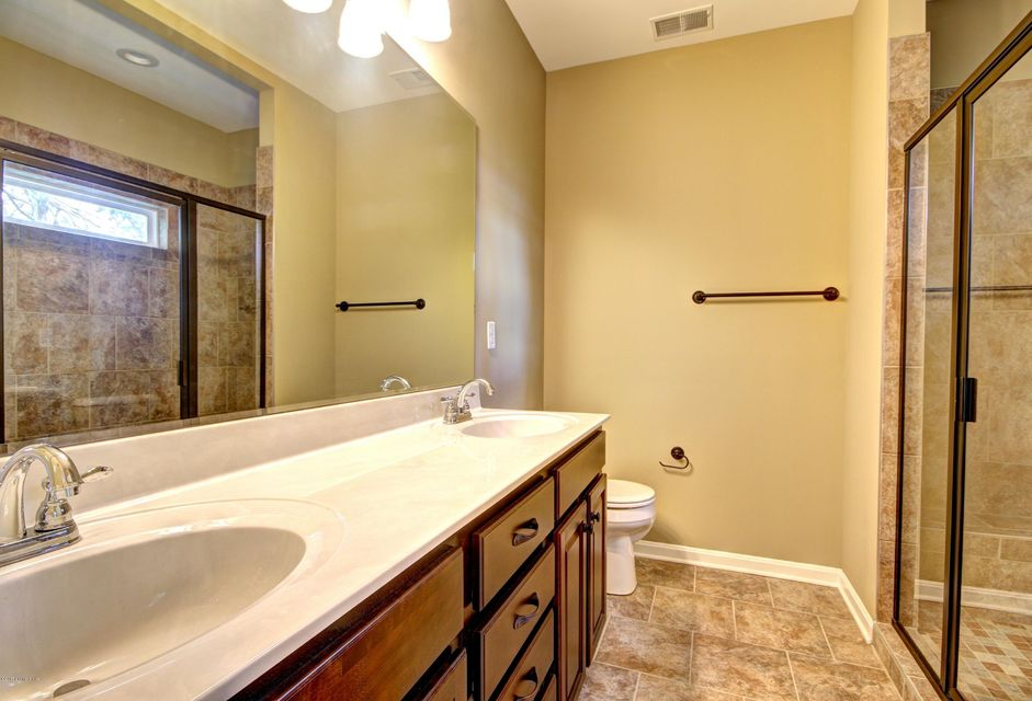Additional photo for property listing at 9400 Fernhill Drive 9400 Fernhill Drive Louisville, Kentucky 40291 United States