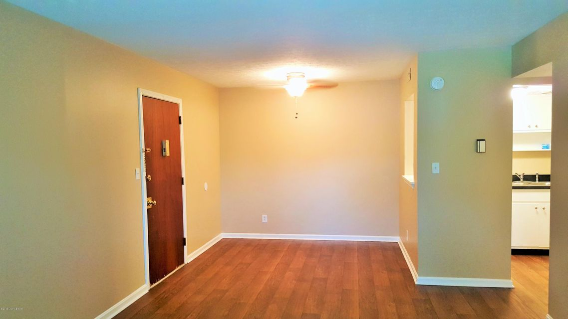 Additional photo for property listing at 9900 Merioneth Drive 9900 Merioneth Drive Louisville, Kentucky 40299 United States