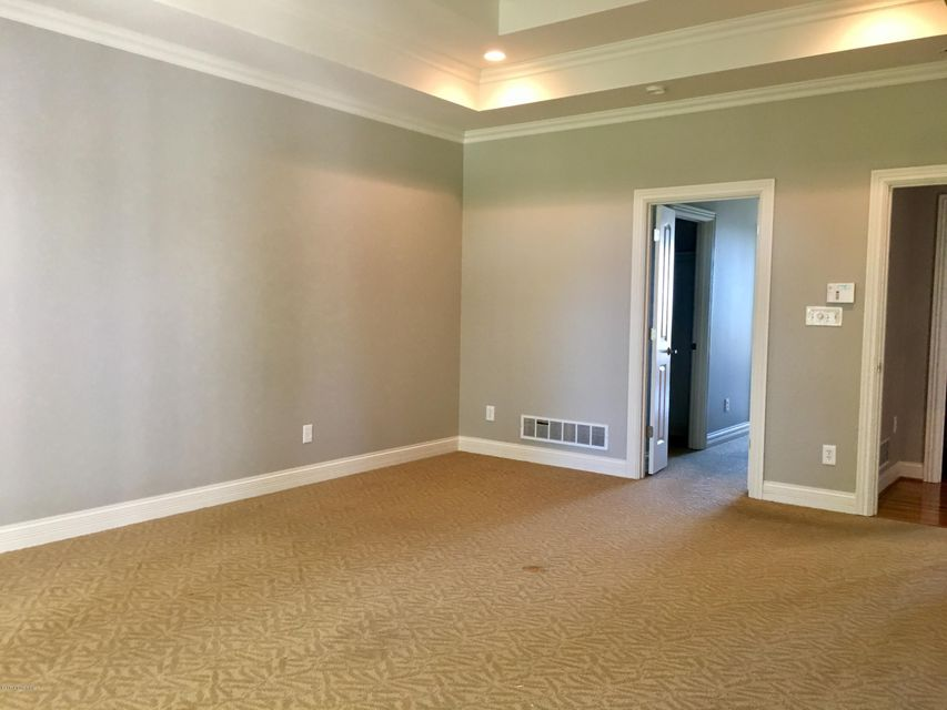 Additional photo for property listing at 7403 Creekton Drive 7403 Creekton Drive Louisville, Kentucky 40241 United States