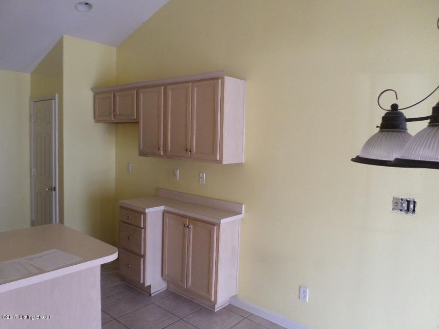 Additional photo for property listing at 6218 River Pointe Drive 6218 River Pointe Drive Louisville, Kentucky 40258 United States