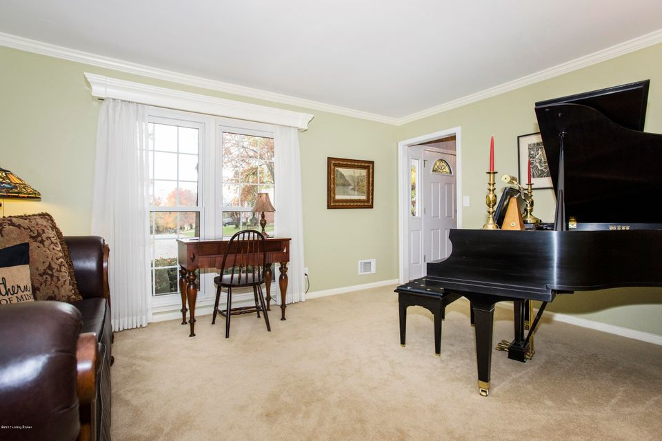 Additional photo for property listing at 10700 English Oak Court 10700 English Oak Court Louisville, Kentucky 40241 United States