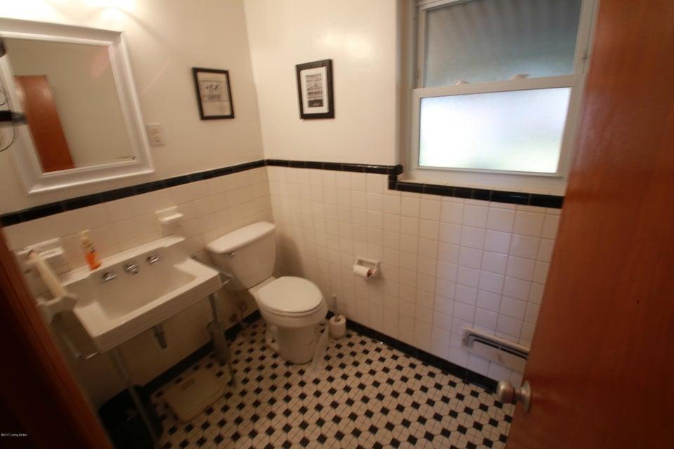 Additional photo for property listing at 3201 Penhurst Drive 3201 Penhurst Drive Louisville, Kentucky 40216 United States