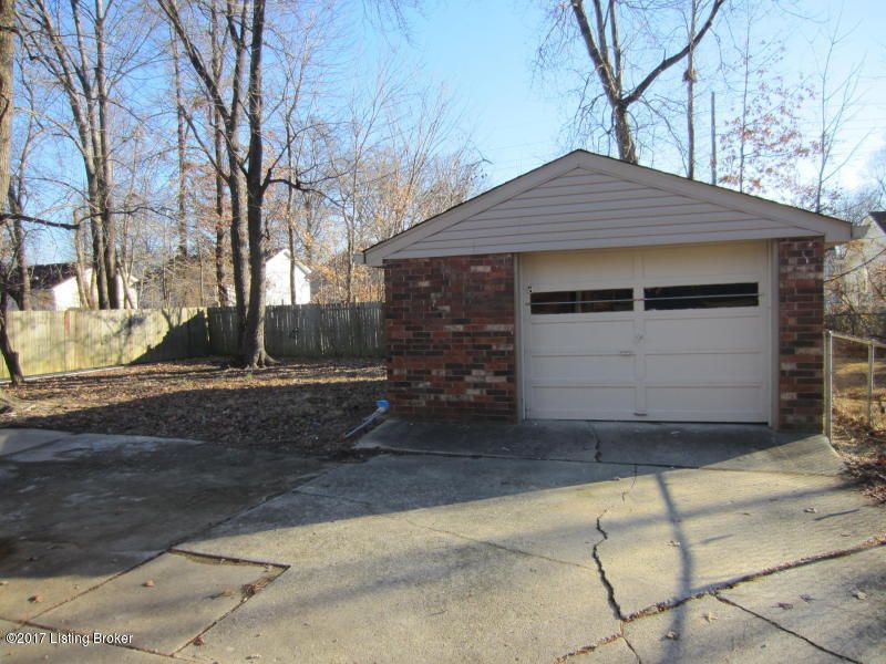 Additional photo for property listing at 5609 Crabapple Court 5609 Crabapple Court Louisville, Kentucky 40219 United States