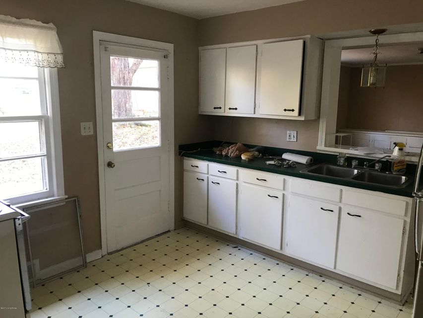 Additional photo for property listing at 2903 Valley Drive 2903 Valley Drive Louisville, Kentucky 40299 United States