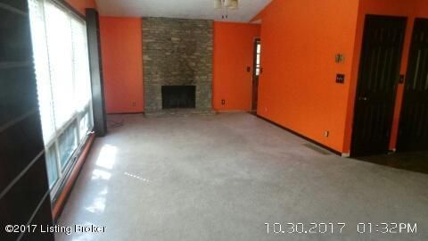 Additional photo for property listing at 10121 Welch Drive 10121 Welch Drive Louisville, Kentucky 40272 United States