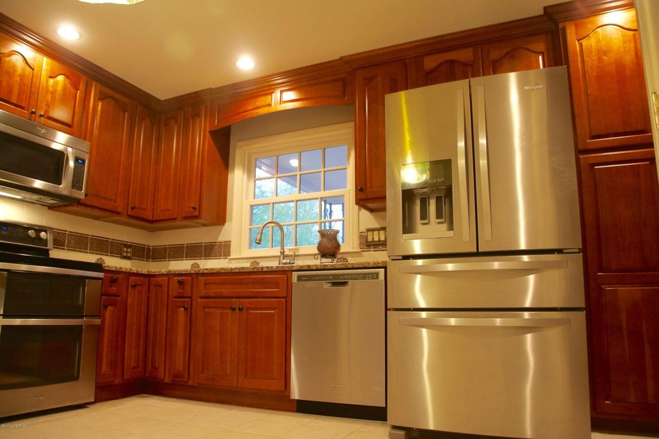 Additional photo for property listing at 304 Paddington Court 304 Paddington Court Louisville, Kentucky 40222 United States