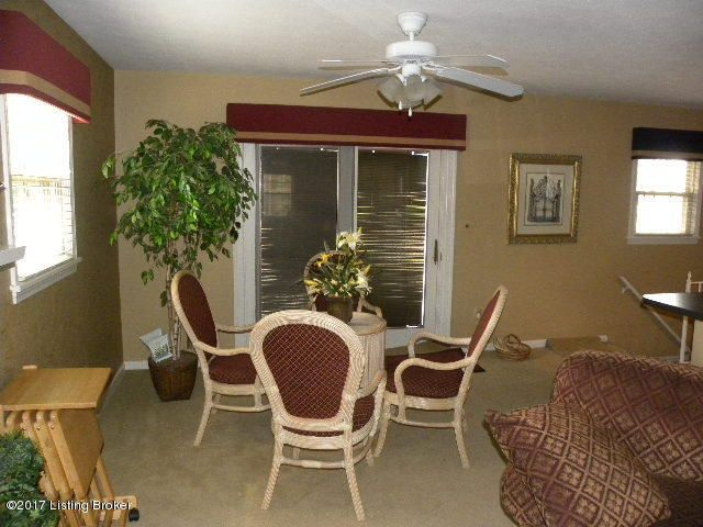 Additional photo for property listing at 9812 Lakewood Drive 9812 Lakewood Drive Louisville, Kentucky 40272 United States