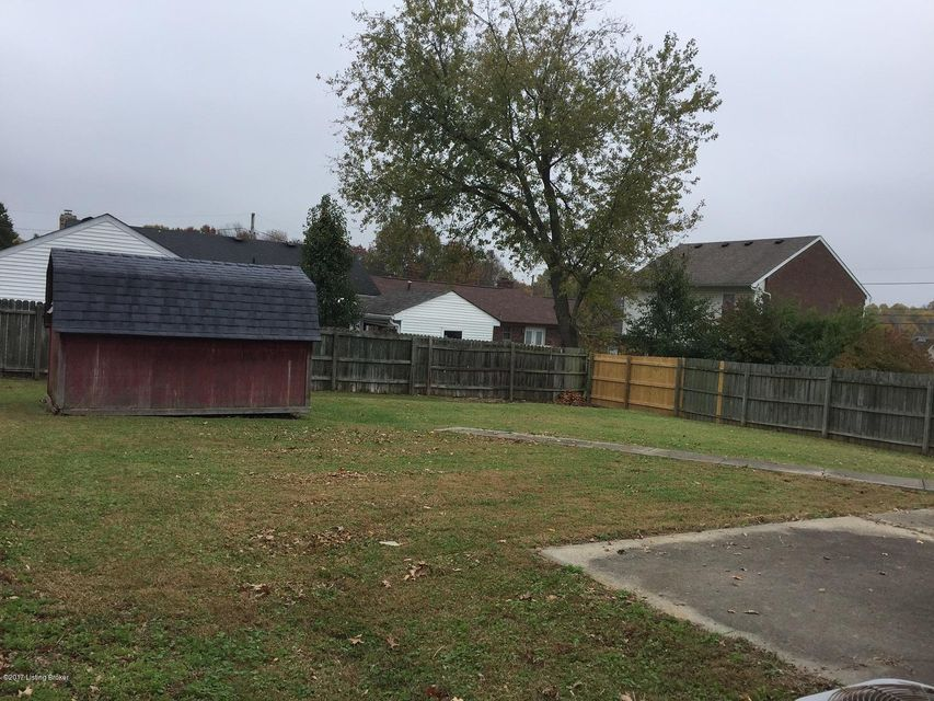Additional photo for property listing at 9917 McNeely Lake Drive 9917 McNeely Lake Drive Louisville, Kentucky 40229 United States