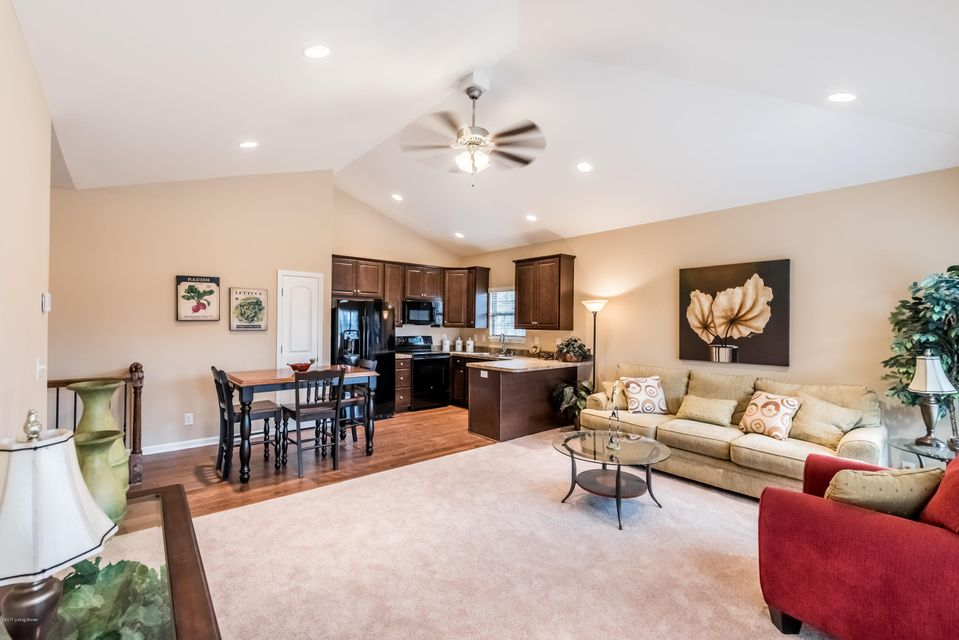 Additional photo for property listing at 6408 Clover Trace Circle 6408 Clover Trace Circle Louisville, Kentucky 40216 United States