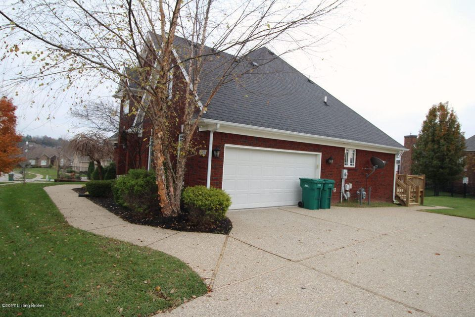 Additional photo for property listing at 12503 Valley Pine Drive 12503 Valley Pine Drive Louisville, Kentucky 40299 United States