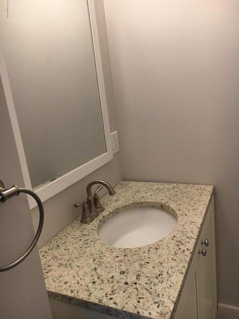 Additional photo for property listing at 932 E Oak Street 932 E Oak Street Louisville, Kentucky 40204 United States