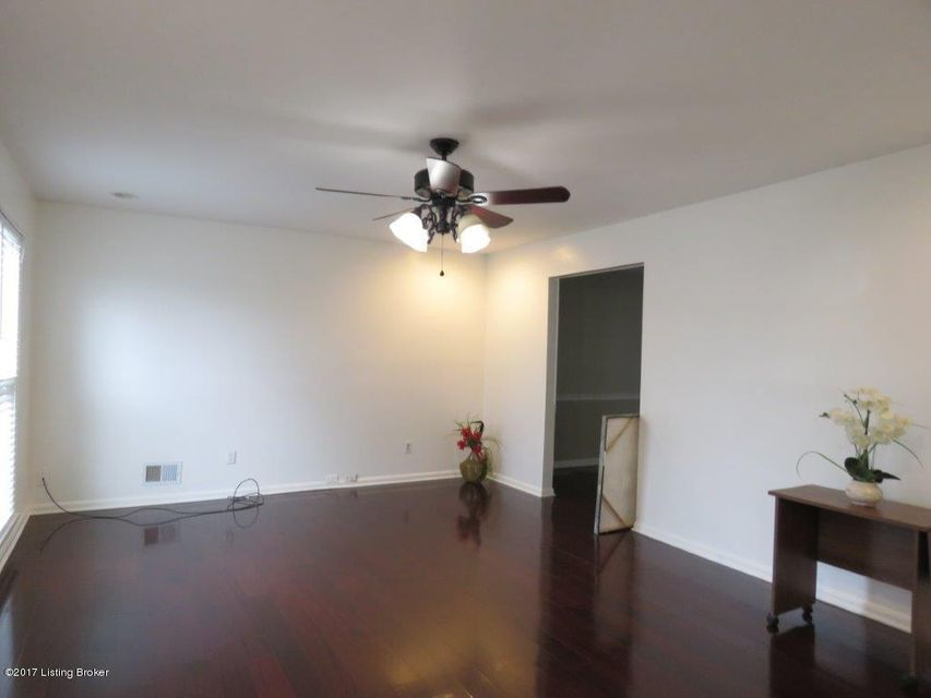 Additional photo for property listing at 403 Old Towne Road 403 Old Towne Road Louisville, Kentucky 40214 United States