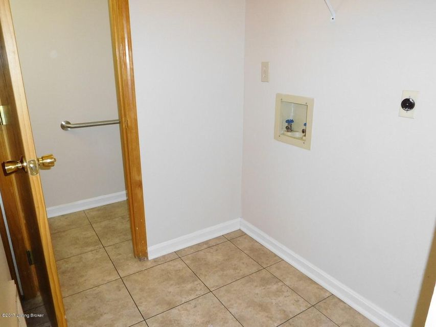 Additional photo for property listing at 309 Prairie Drive 309 Prairie Drive Louisville, Kentucky 40229 United States
