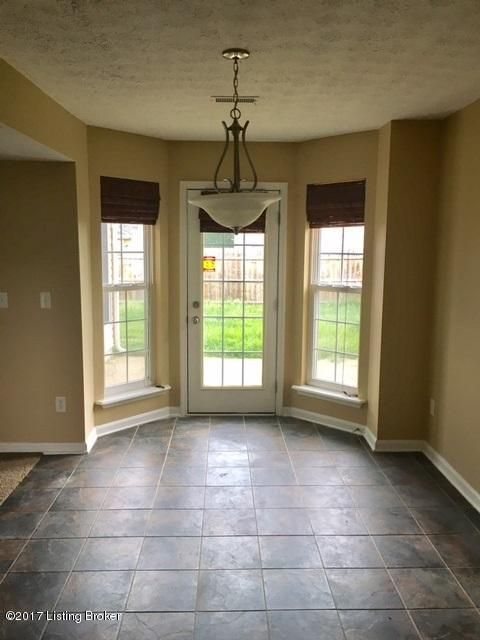 Additional photo for property listing at 7008 Hollow Oak Drive 7008 Hollow Oak Drive Louisville, Kentucky 40291 United States