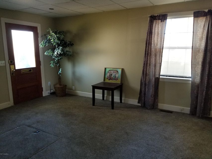 Additional photo for property listing at 10313 Watterson Trail 10313 Watterson Trail Louisville, Kentucky 40299 United States