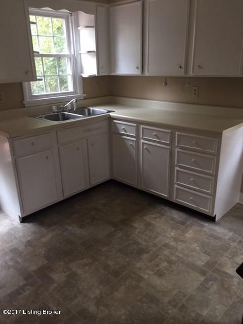 Additional photo for property listing at 3936 Kennison Avenue 3936 Kennison Avenue Louisville, Kentucky 40207 United States