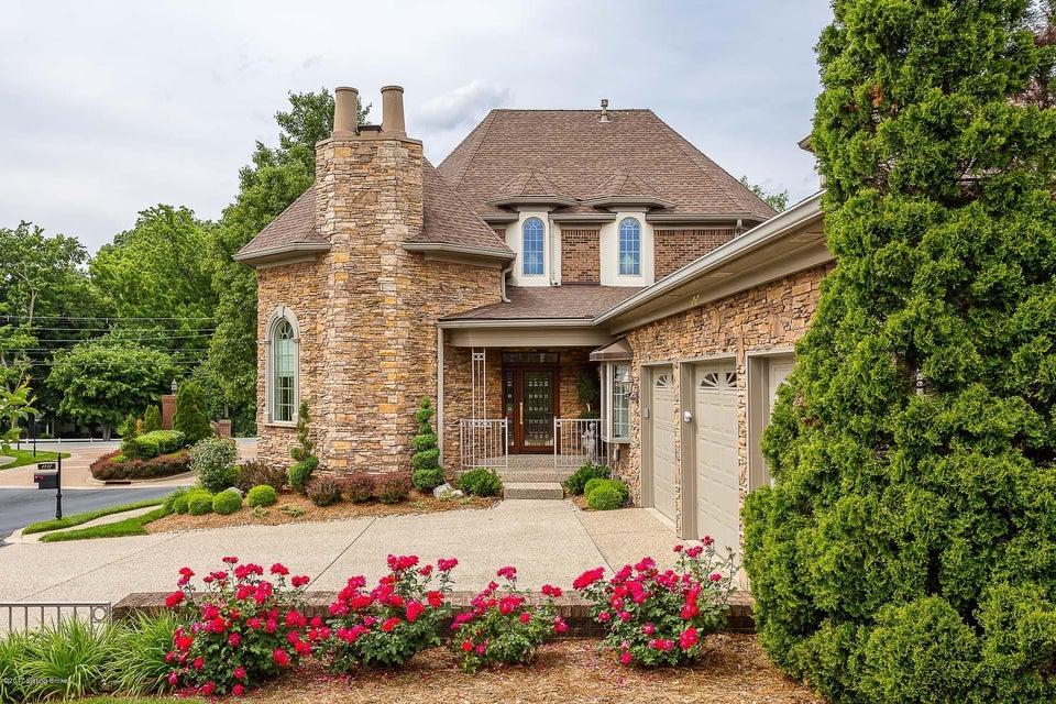 Single Family Home for Sale at 2727 Alia Circle 2727 Alia Circle Louisville, Kentucky 40222 United States