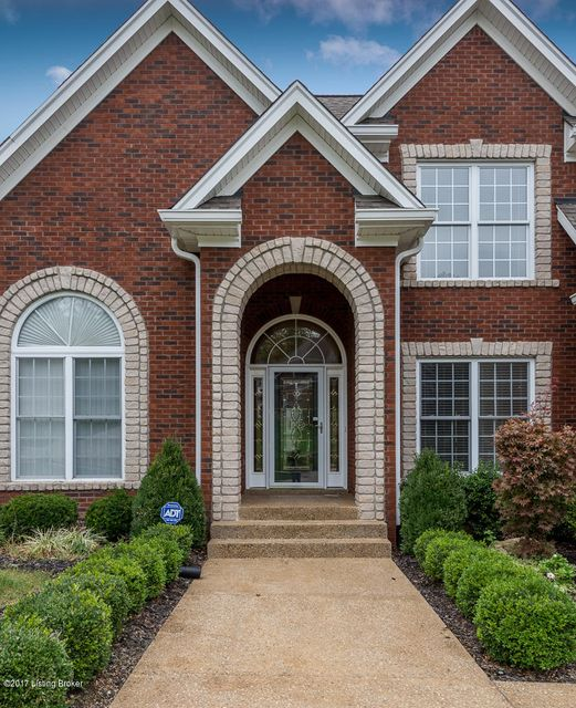 Single Family Home for Sale at 5520 Valley Park Drive 5520 Valley Park Drive Louisville, Kentucky 40299 United States
