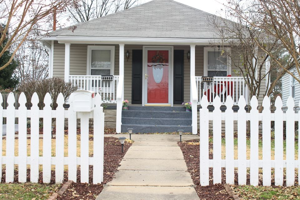 Single Family Home for Sale at 3032 University Road 3032 University Road Louisville, Kentucky 40206 United States