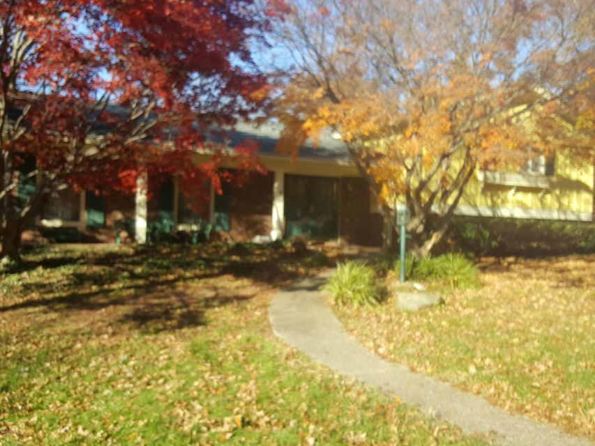 Single Family Home for Sale at 1431 Dellwood Drive 1431 Dellwood Drive Louisville, Kentucky 40216 United States