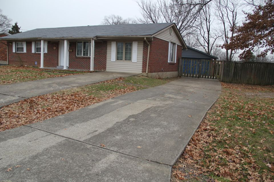 Single Family Home for Sale at 5707 Pine Tree Drive 5707 Pine Tree Drive Louisville, Kentucky 40219 United States