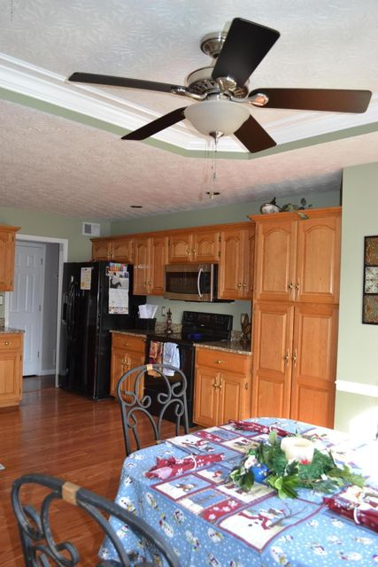 Additional photo for property listing at 11606 Chinook Court 11606 Chinook Court Louisville, Kentucky 40299 United States