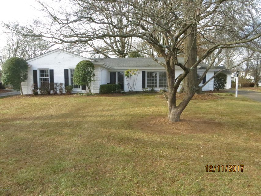 Single Family Home for Sale at 900 Broadfields Drive 900 Broadfields Drive Louisville, Kentucky 40207 United States