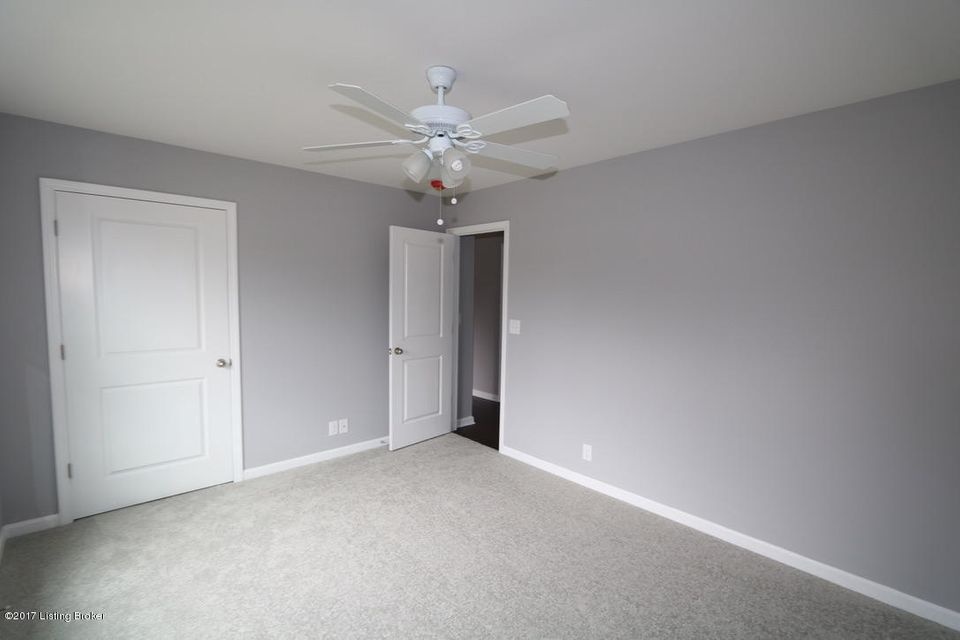 Additional photo for property listing at 7618 Pauls View Place 7618 Pauls View Place Louisville, Kentucky 40228 United States