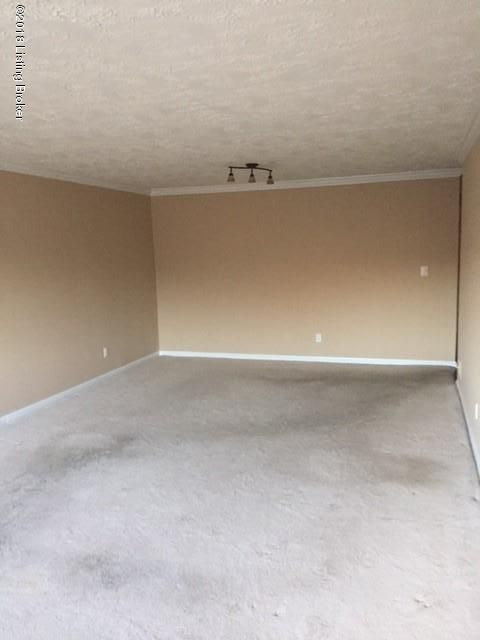 Additional photo for property listing at 4875 Sherburn Lane 4875 Sherburn Lane Louisville, Kentucky 40207 United States