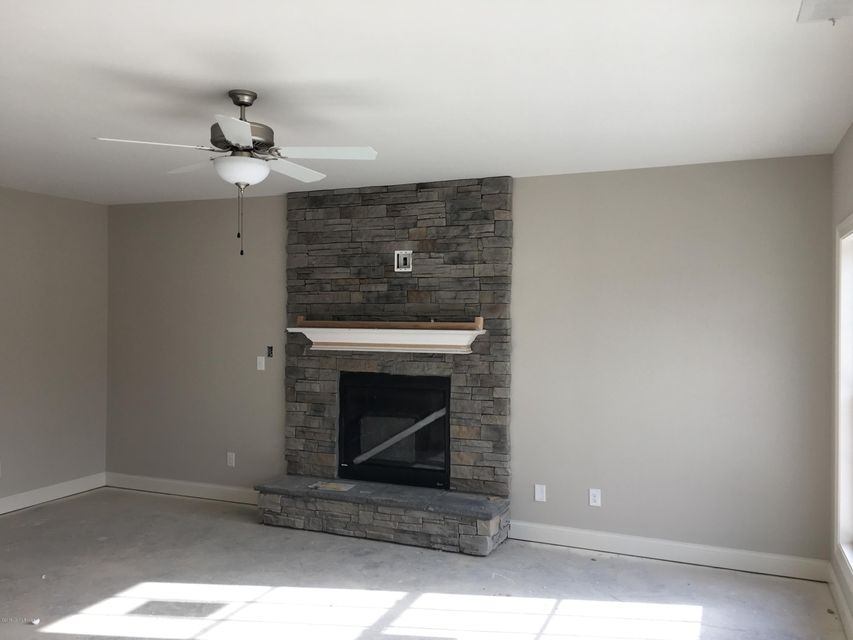 Additional photo for property listing at 18216 Hickory Woods Place 18216 Hickory Woods Place Louisville, Kentucky 40023 United States