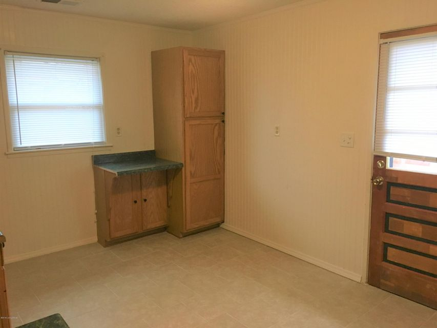 Additional photo for property listing at 6303 Price Lane 6303 Price Lane Louisville, Kentucky 40229 United States
