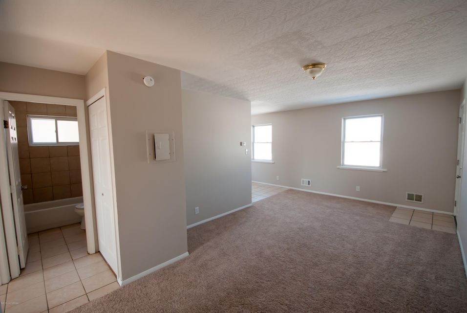 Additional photo for property listing at 4342 Newport Road 4342 Newport Road Louisville, Kentucky 40218 United States