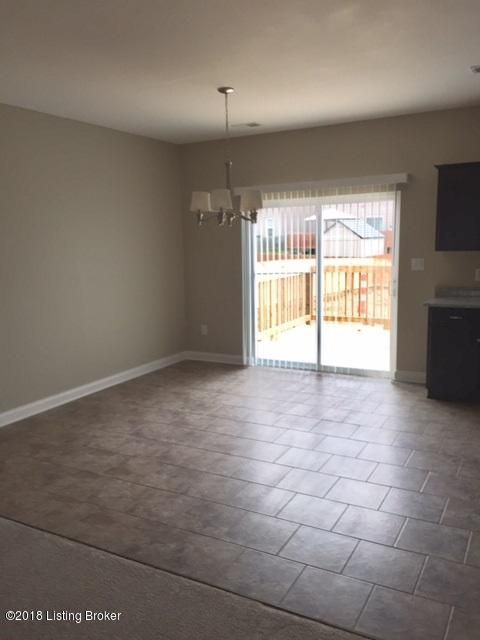 Additional photo for property listing at 10602 Brookchase Court 10602 Brookchase Court Louisville, Kentucky 40228 United States
