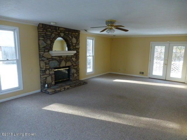 Additional photo for property listing at 2719 Chamberlain Lane 2719 Chamberlain Lane Louisville, Kentucky 40245 United States
