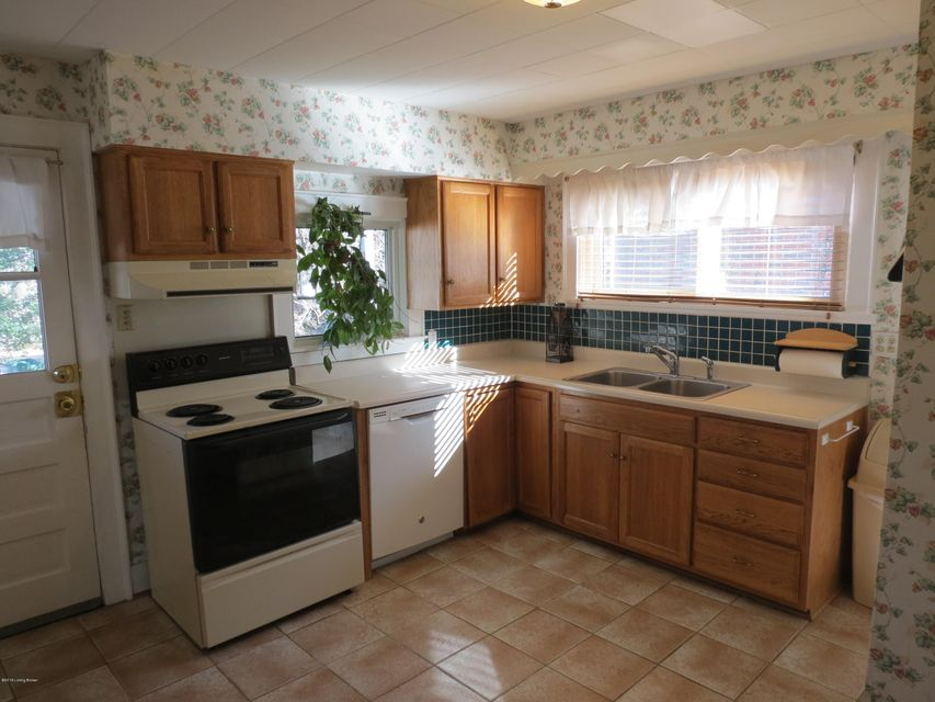 Additional photo for property listing at 421 Wood Road 421 Wood Road Louisville, Kentucky 40222 United States