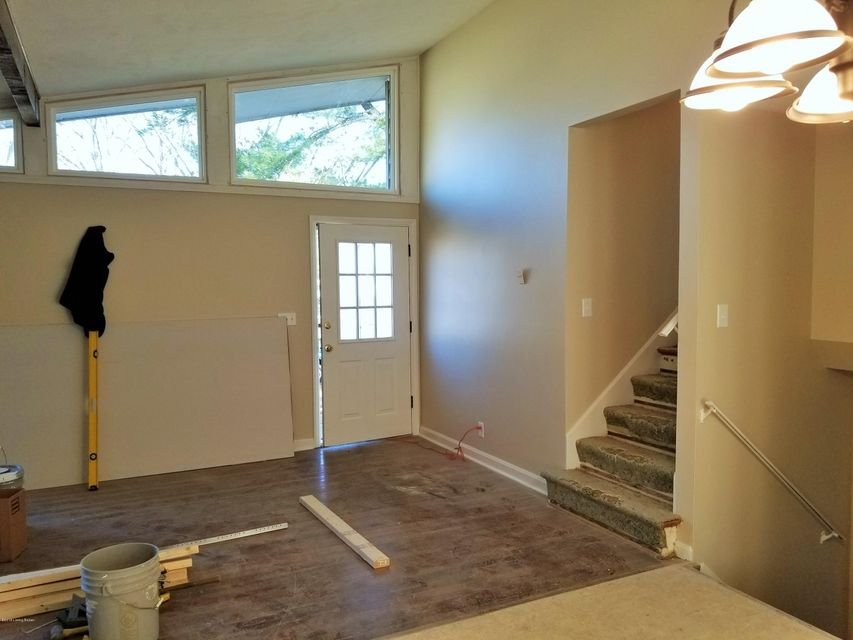 Additional photo for property listing at 2518 Cottonwood Drive 2518 Cottonwood Drive Louisville, Kentucky 40242 United States