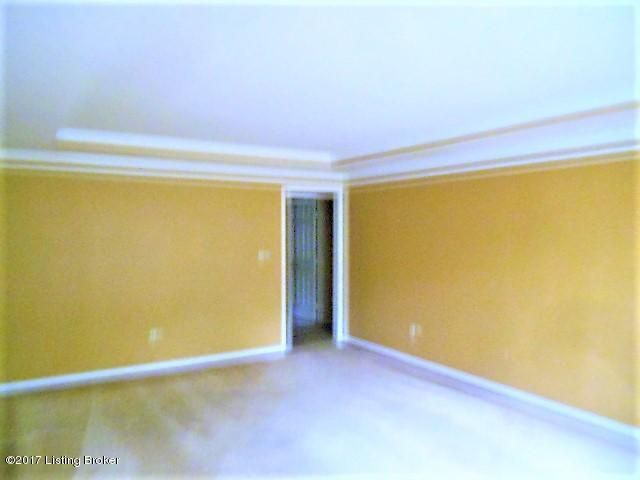 Additional photo for property listing at 3900 Brownsboro Road 3900 Brownsboro Road Louisville, Kentucky 40207 United States