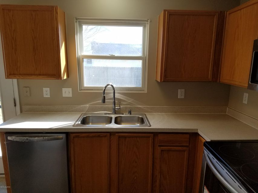 Additional photo for property listing at 6329 Hackel Drive 6329 Hackel Drive Louisville, Kentucky 40258 United States
