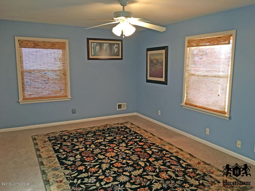 Additional photo for property listing at 310 Buckingham Terrace 310 Buckingham Terrace Louisville, Kentucky 40222 United States